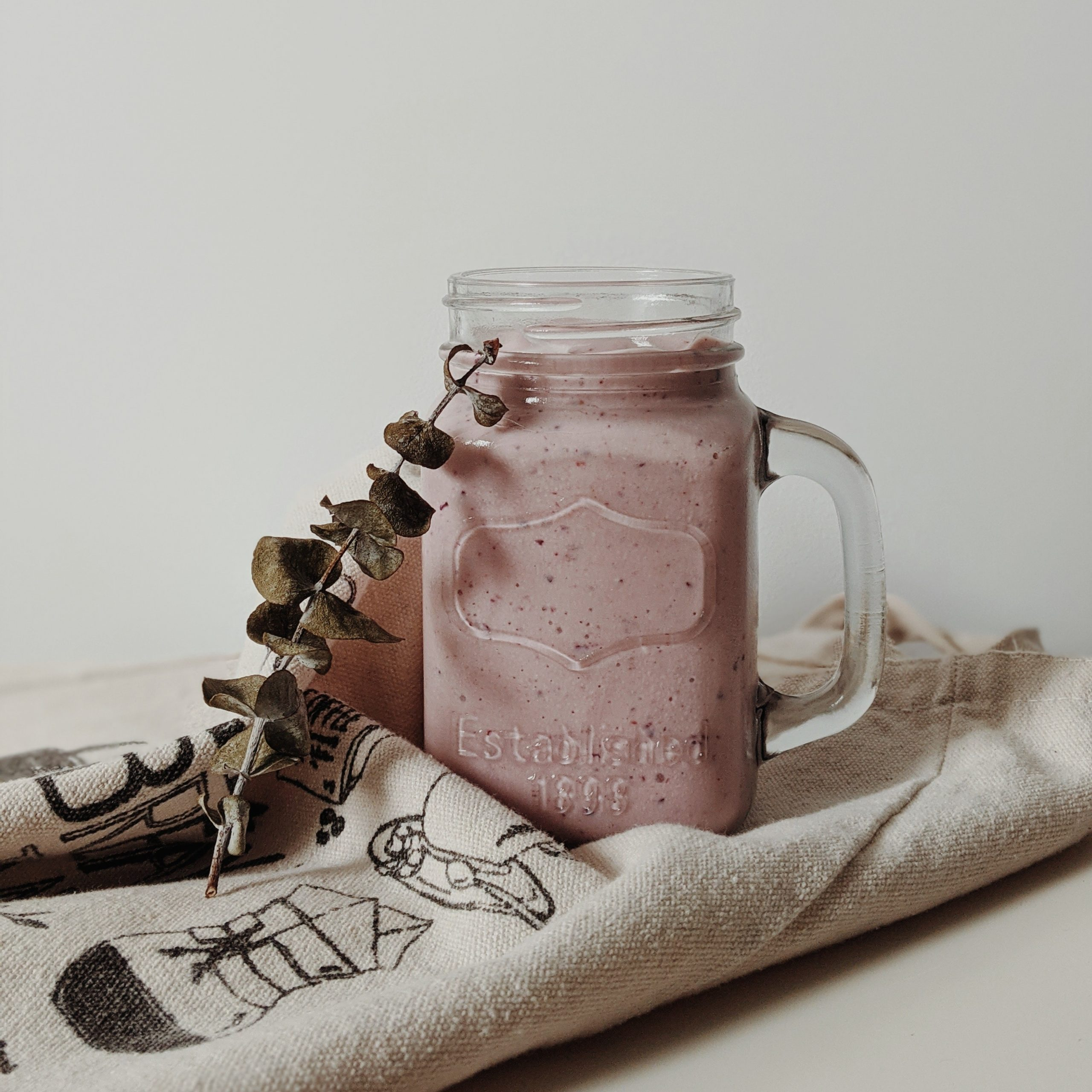 Indian_summer_smoothie_with_figs